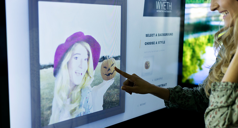 Warhol / Wyeth Interactive Photo Kiosk